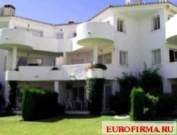 Недвижимость в Испании: Просторная квартира (2 спальни) в Михас Гольф